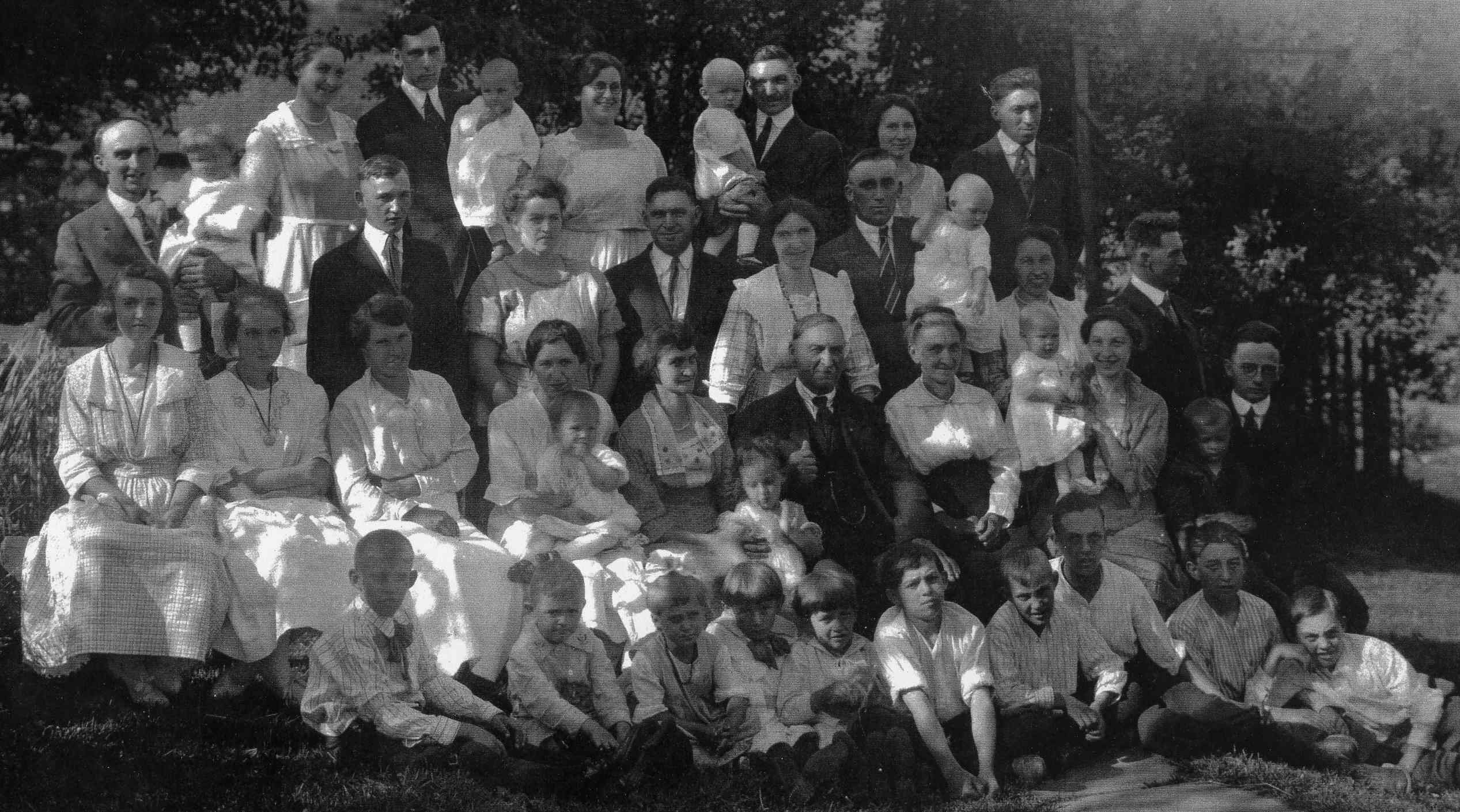 Peter Petenbrink extended family photo.